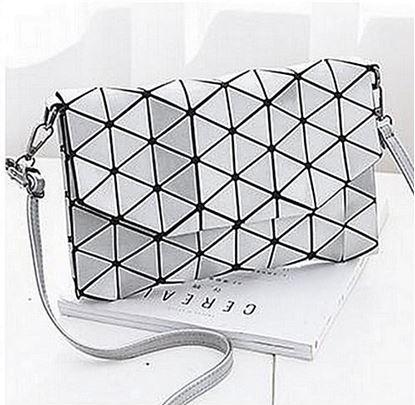 Obrázek Geometrická kabelka - lesklá stříbrná