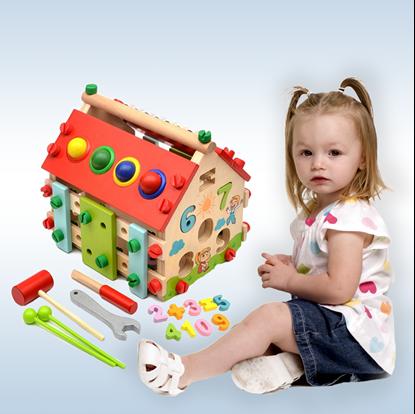 Dětský dřevěný domeček